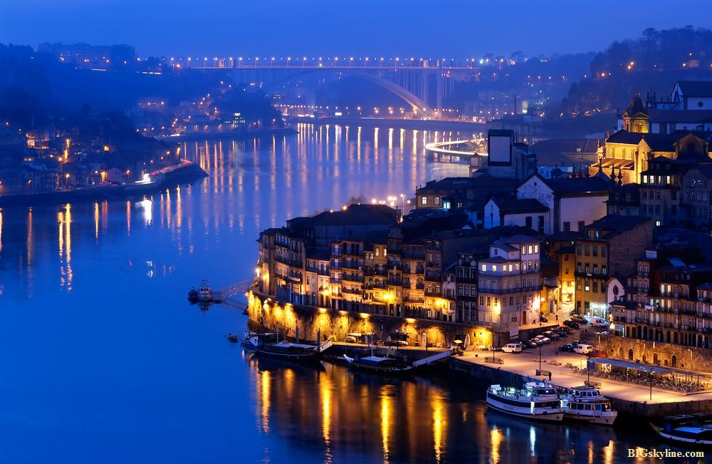 Vila Nova De Gaia Portugal  city photo : Skyline photo of Vila Nova de Gaia in Portugal